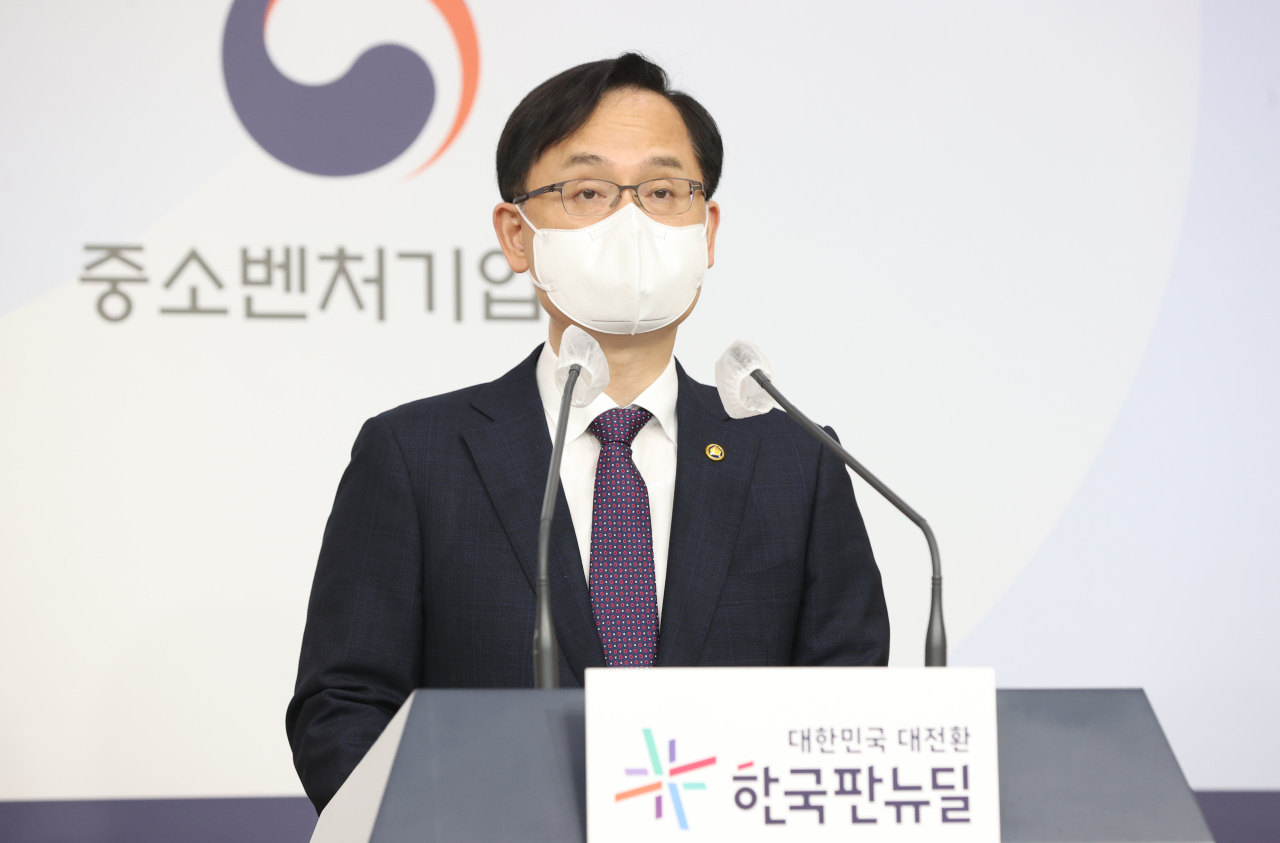Kang Sung-cheon, vice minister of SMEs and startups, talks about Korea's venture investment in the first quarter of 2021 on Tuesday. (MSS)