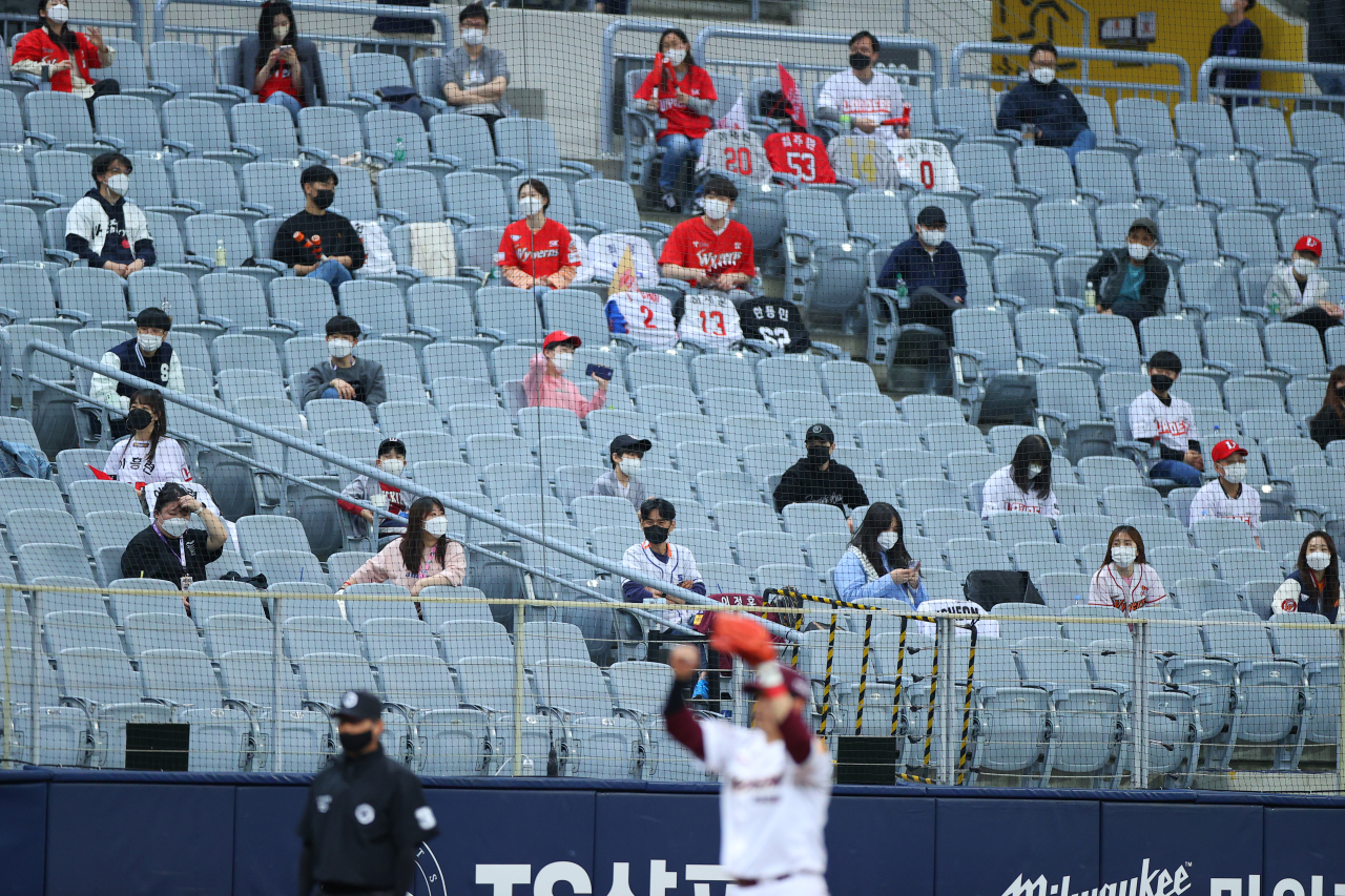 Spectators are seated in a socially distanced fashion at a Seoul baseball stadium on Sunday. (Yonhap)