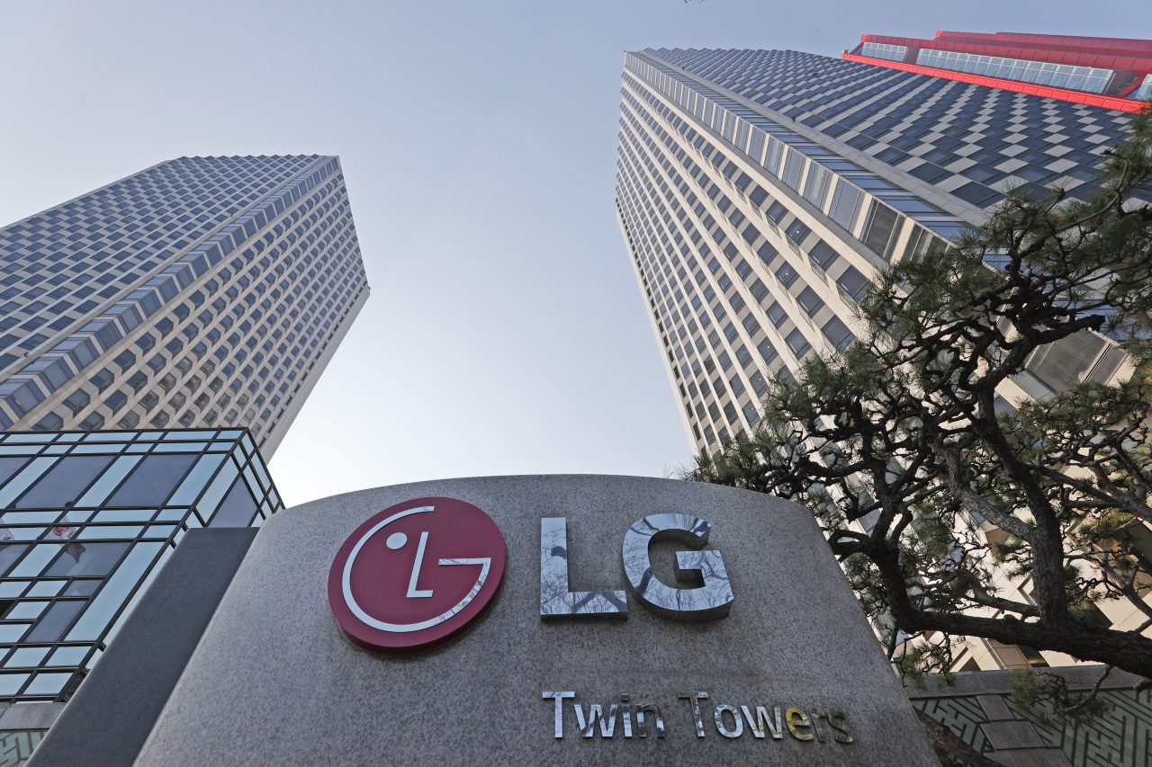 This file photo, taken on April 7, 2021, shows LG Twin Towers, the headquarters building of LG Group, in Seoul. (Yonhap)