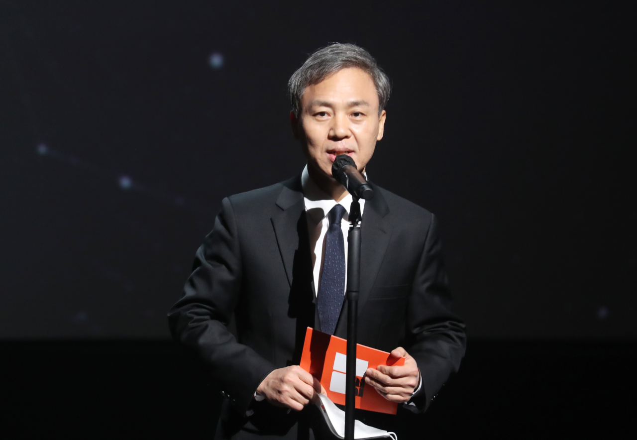 Jeonju Mayor Kim Seung-su, who is also the director of the Jeonju International Film Festival organizing committee talks during the opening ceremony of the 22nd Jeonju International Film Festival on Thursday. (Yonhap)