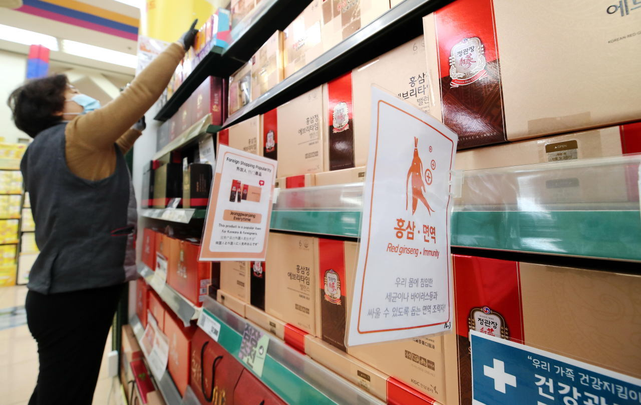 An employee displays ginseng extract products inside a mart in Seoul. (Yonhap)