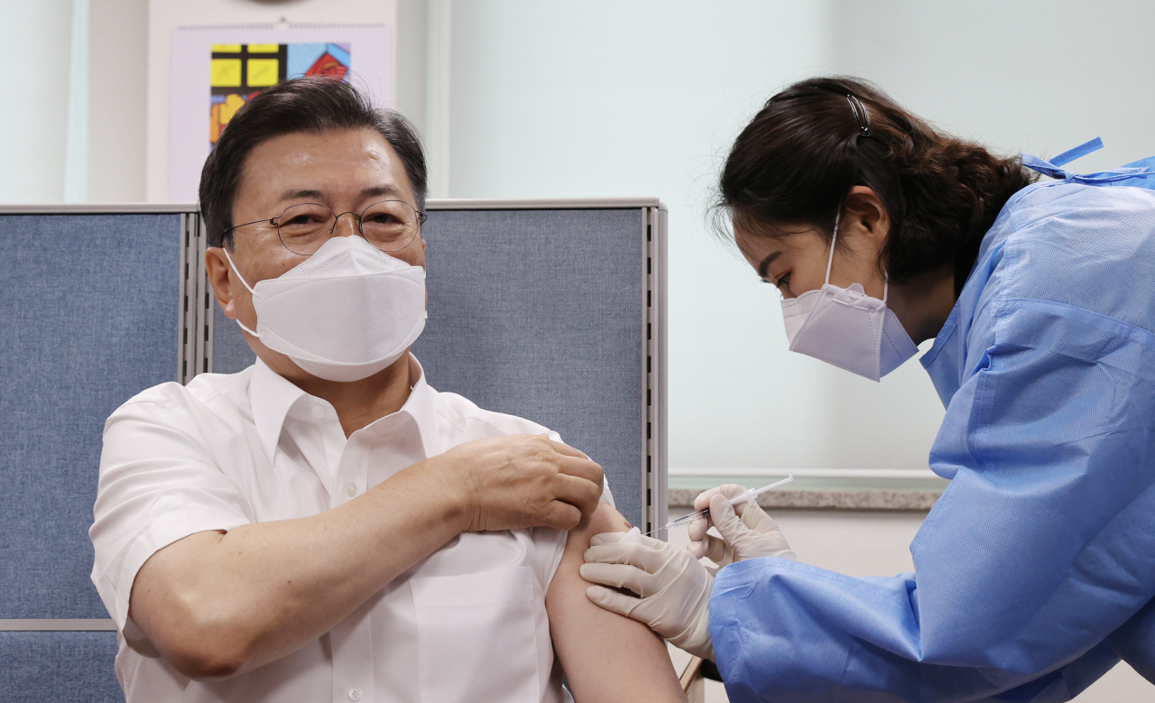 President Moon Jae-in receives an AstraZeneca COVID-19 vaccine shot at the Jongno Ward public health center in Seoul on Friday. (Yonhap)