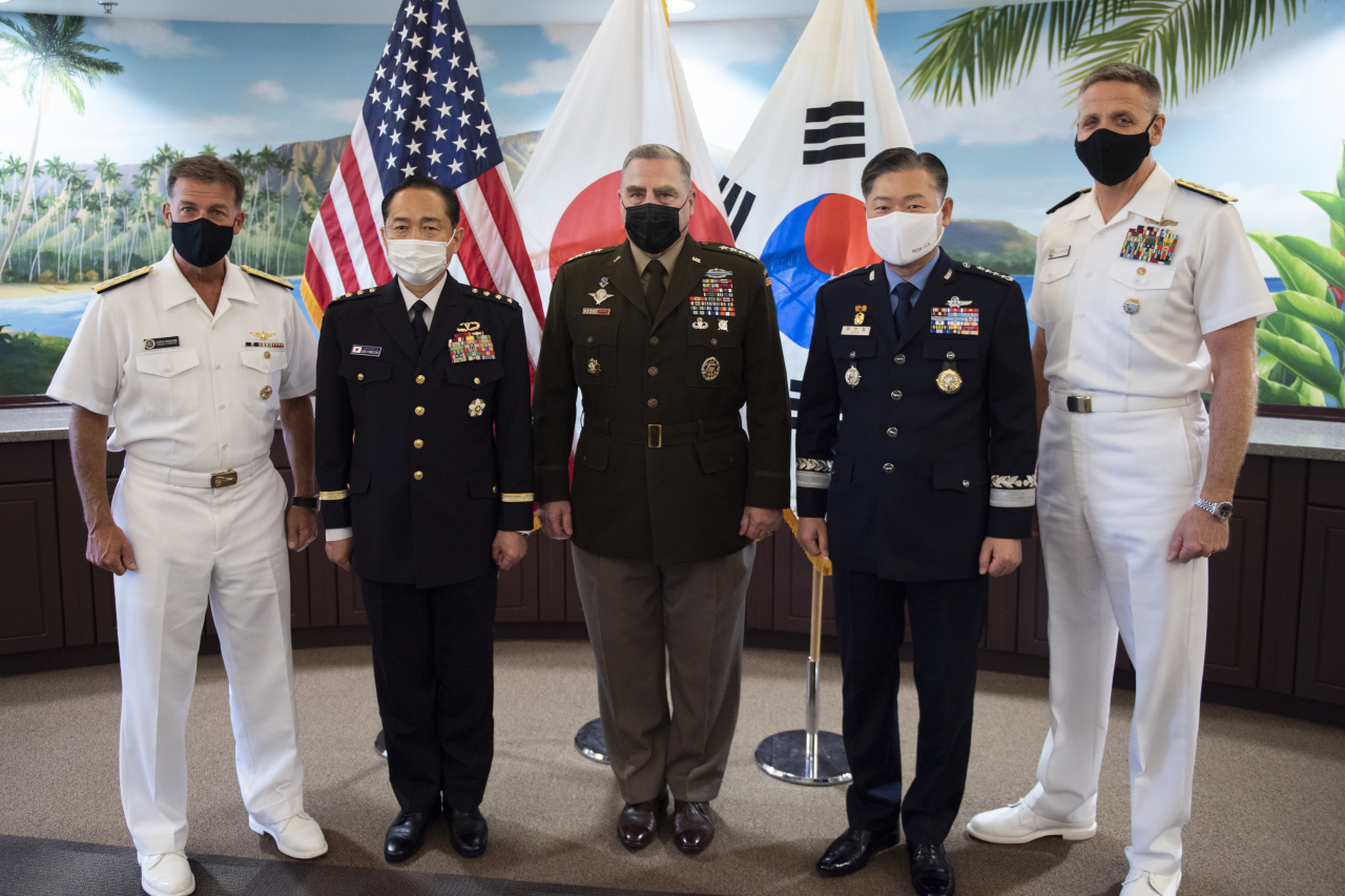 Gen. Won In-choul (second from right), chairman of South Korea's Joint Chiefs of Staff, poses for a photo with his US and Japanese counterparts, Gen. Mark Milley (center) and Gen. Koji Yamazaki (second from left), respectively. (South Korea's Joint Chiefs of Staff)