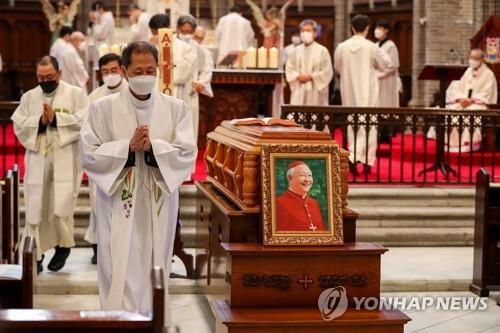 A funeral Mass for South Korea's second Roman Catholic Cardinal Nicholas Cheong Jin-suk is held at Myeongdong Cathedral in central Seoul on May 1, 2021. (Pool photo) (Yonhap)