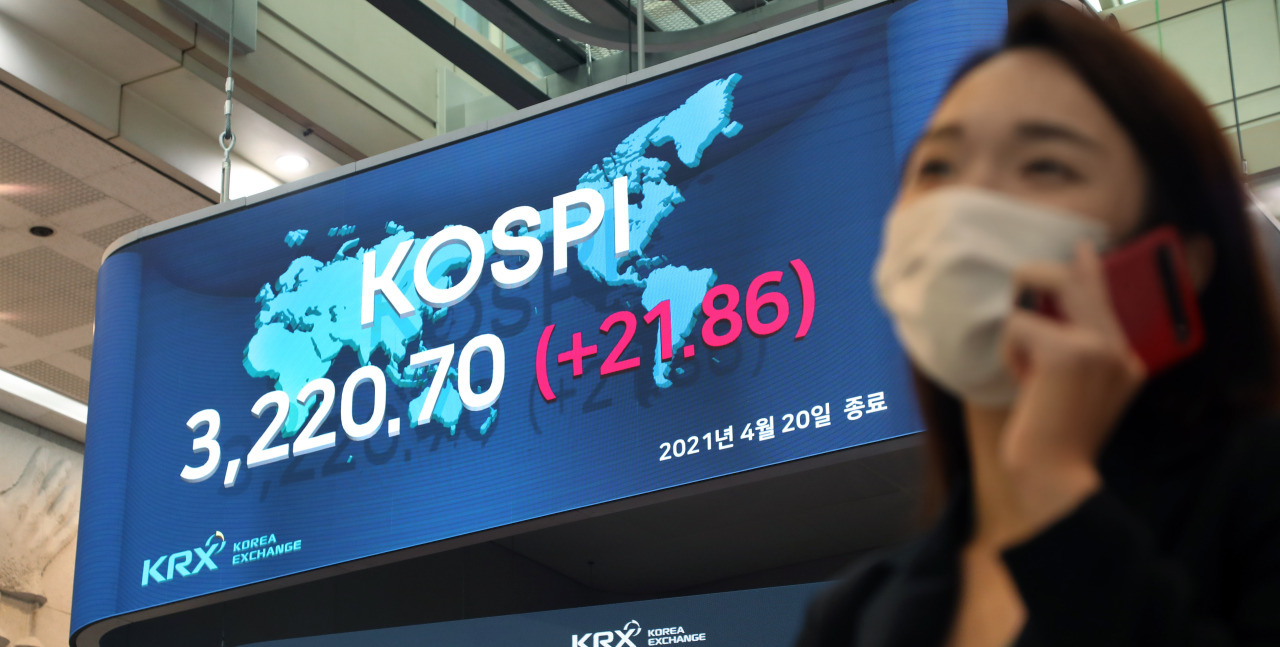 An electric board at the Korea Exchange's Seoul office shows South Korea's main bourse, the Kospi, at an all-time closing high of 3,220.70 points on April 20. (KRX)