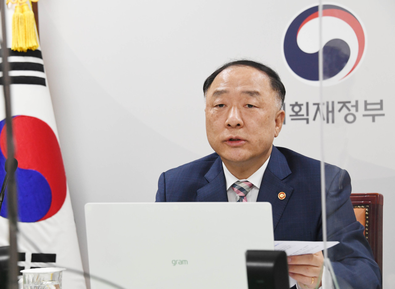 Finance Minister Hong Nam-ki speaks during a virtual meeting with Masatsugu Asakawa, president of the Asia Development Bank, on Tuesday. (Ministry of Economy and Finance)