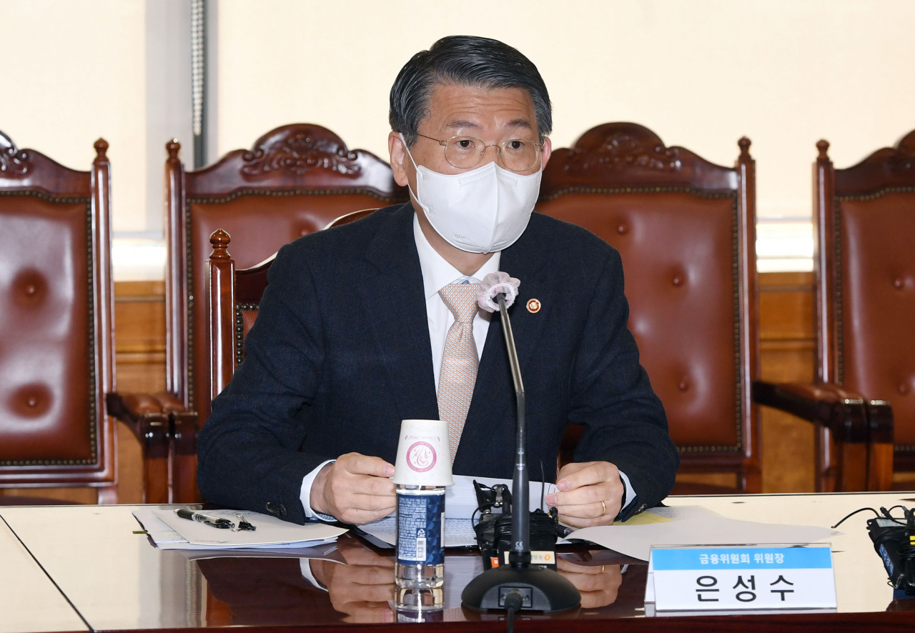 Financial Services Commission Chairman Eun Sung-soo speaks during a meeting of the National Assembly's National Policy Committee on April 24. He said there are about 200 crypto exchanges in the country. (Yonhap)