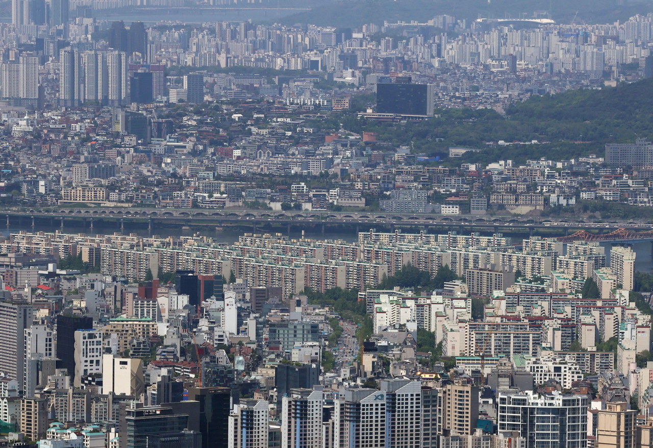 This photo, taken on Sunday, shows apartment buildings in Seoul. (Yonhap)
