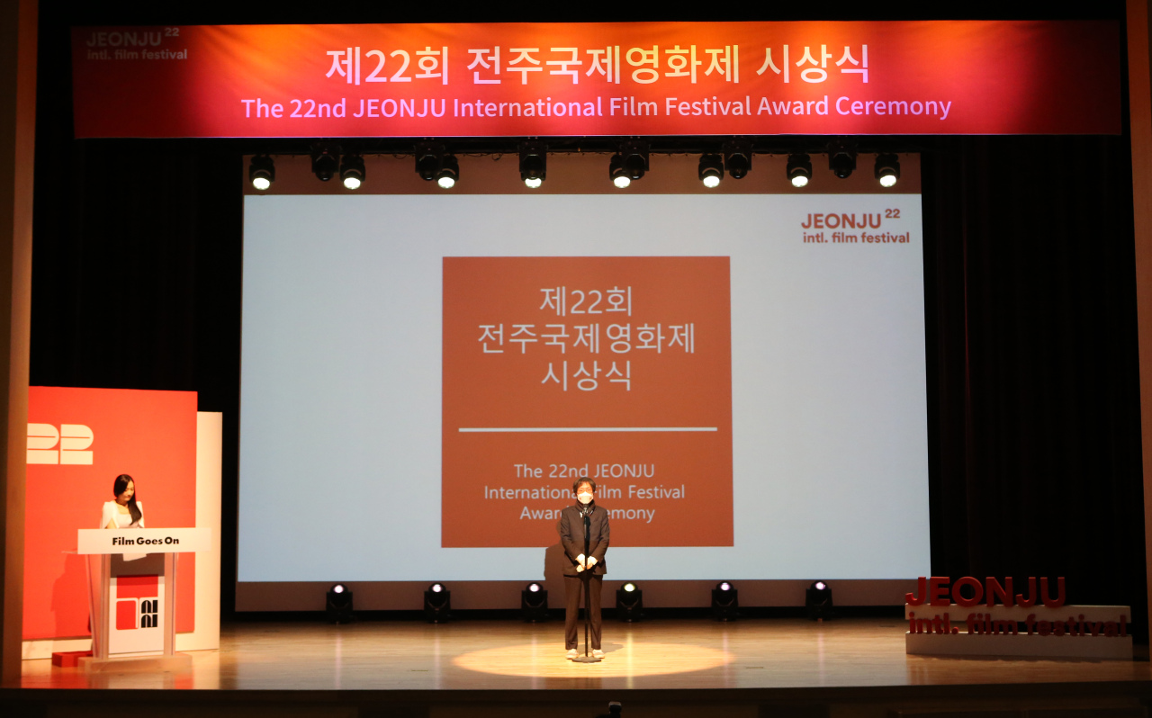 The 22nd Jeonju International Film Festival award ceremony takes place at the Korea Traditional Culture Center in Jeonju, North Jeolla Province on Wednesday. (Yonhap)