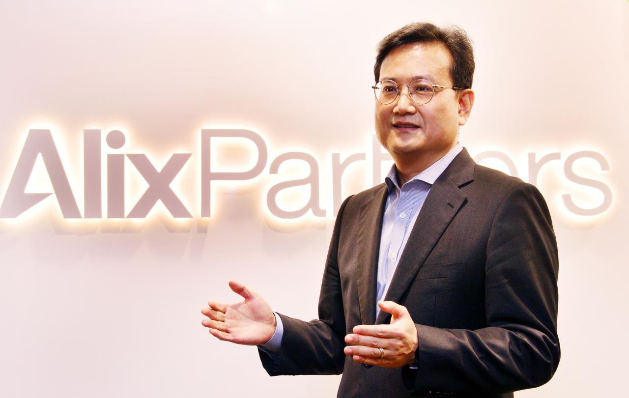 AlixPartners Director Kim Joo-wan speaks in an interview with The Korea Herald (Park Hyun-koo/The Korea Herald)