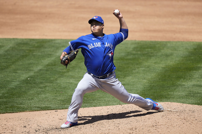 In this Associated Press photo, Ryu Hyun-jin of the Toronto Blue Jays pitches against the Oakland Athletics during the bottom of the fourth inning of a Major League Baseball regular season game at Oakland Coliseum in Oakland on Thursday. (AP-Yonhap)