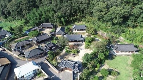 This photo, provided by the Uiryeong county government, shows Samsung founder Lee Byung-chull's birthplace. (Uiryeong county government)