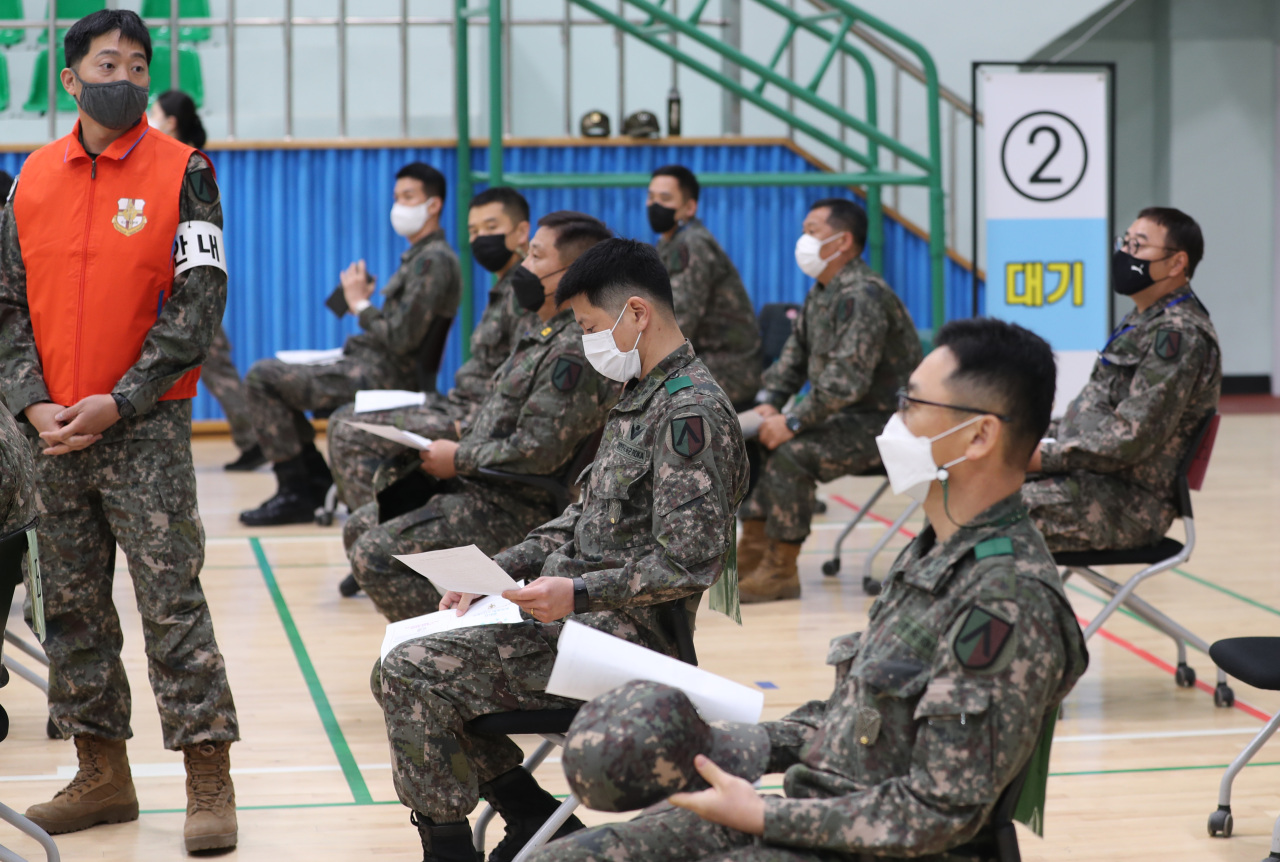 Soldiers wait to get vaccinated against COVID-19 at a military hospital in Seongnam, south of Seoul, on April 28, 2021. (Yonhap)