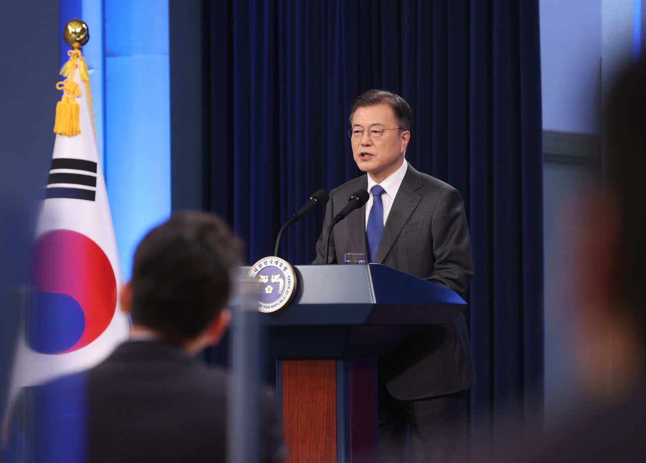 President Moon Jae-in delivers a special address at the Chunchugwan press room of Cheong Wa Dae in Seoul on Monday. (Yonhap)