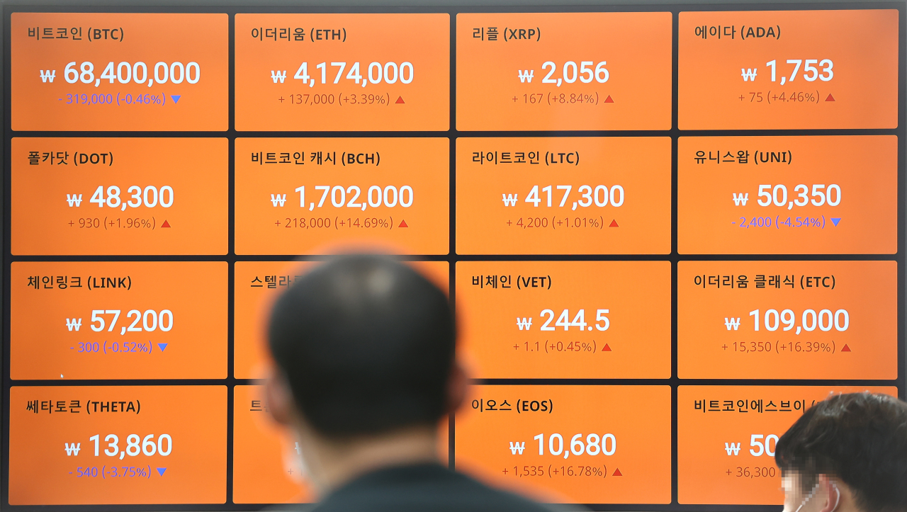 A digital board at Bithumb shows cryptocurrency prices on Thursday. (Yonhap)