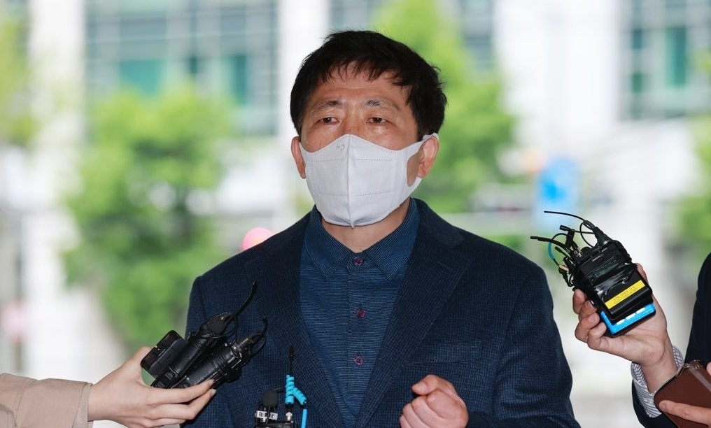 Park Sang-hak, an anti-Pyongyang activist, speaks to reporters at the Seoul Metropolitan Police Agency on May 10, 2021, before being questioned by police about his recent anti-Pyongyang leaflet campaign. (Yonhap)