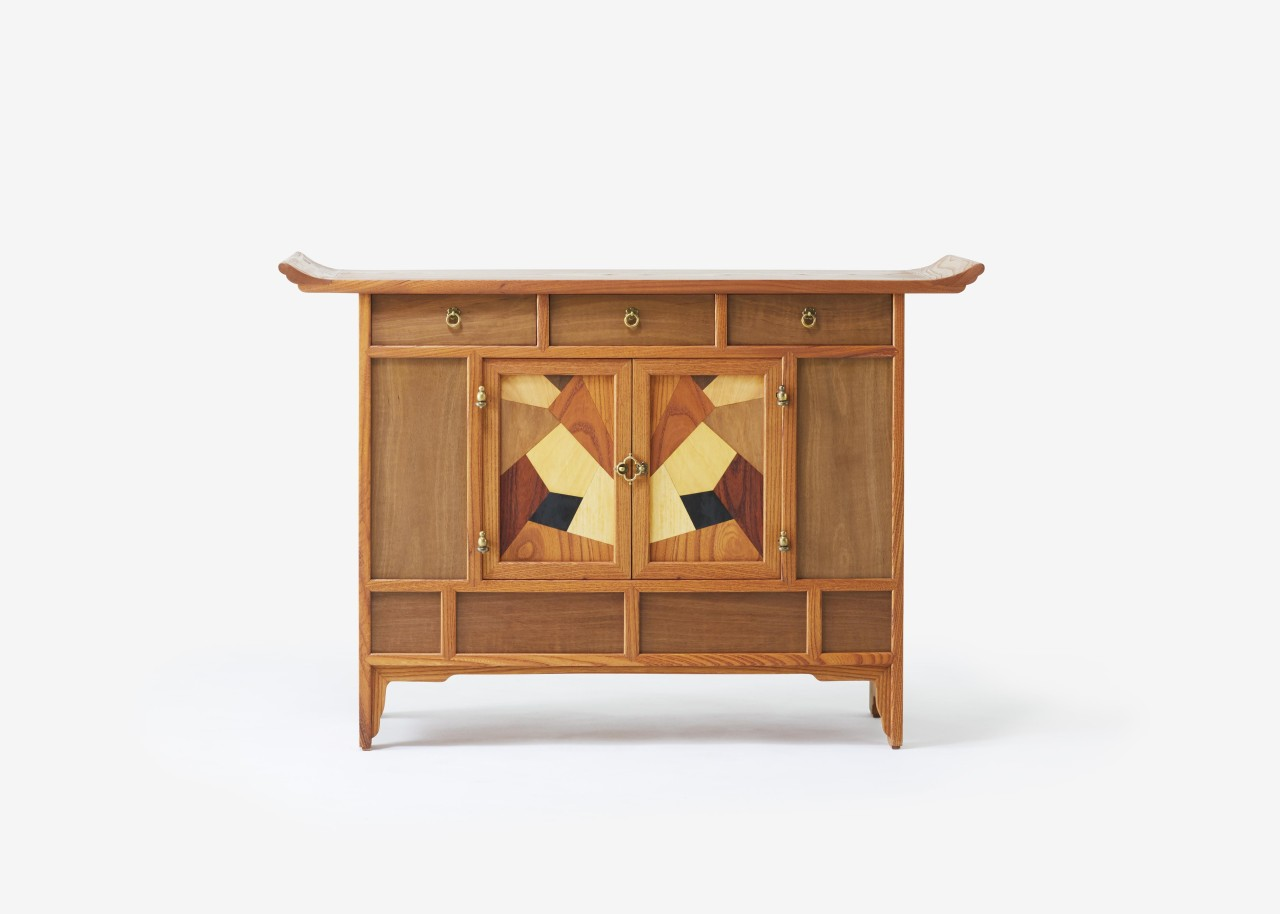 A piece of furniture created by Yang Seok-joong, who learned the Korean wood-crafting skill which is designated as a national intangible cultural heritage. (Korea Cultural Heritage Foundation)