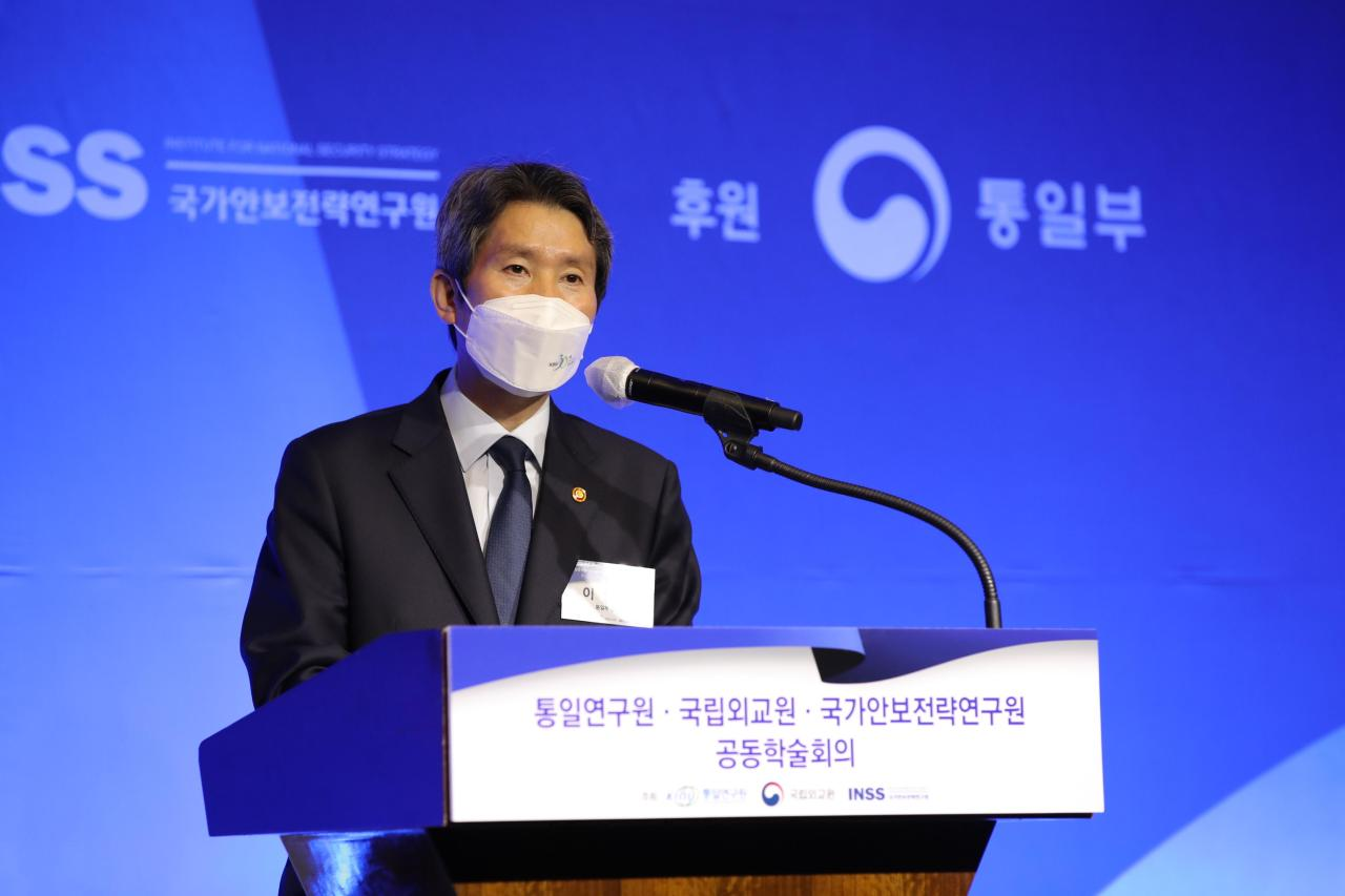 Unification Minister Lee In-young speaks at a seminar, organized by the Korea Institute for National Unification, Korea National Diplomatic Academy and Institute for National Security Strategy, held in Seoul on Thursday. (KINU)