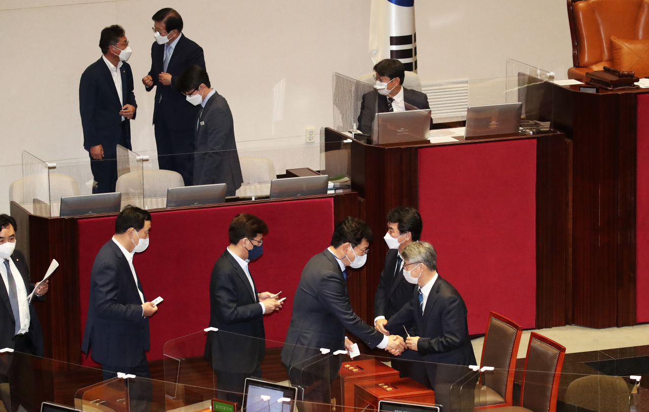 Democratic Party voting for bill to approve the prime minister nominee (Yonhap)