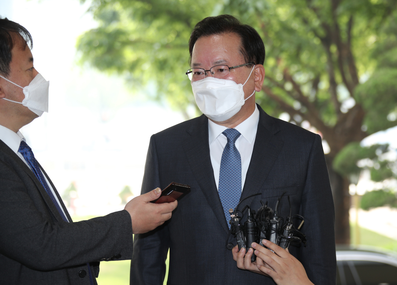 New Prime Minister Kim Boo-kyum (R) speaks to reporters at the government complex in Seoul on Friday, after President Moon Jae-in appointed him earlier in the day following the passage the previous day of a bill on his appointment by the National Assembly. (Yonhap)