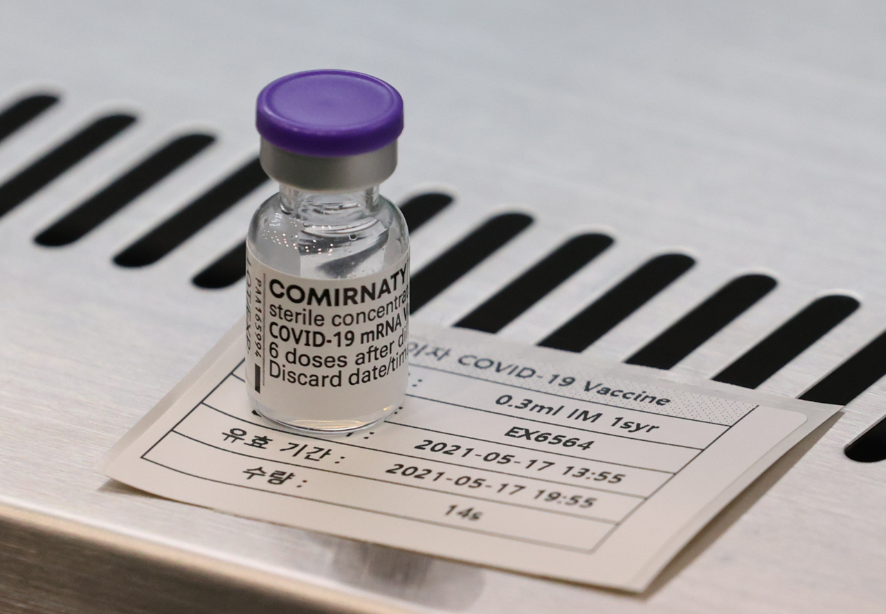 A Pfizer vaccine vial at a clinic in eastern Seoul (Yonhap)