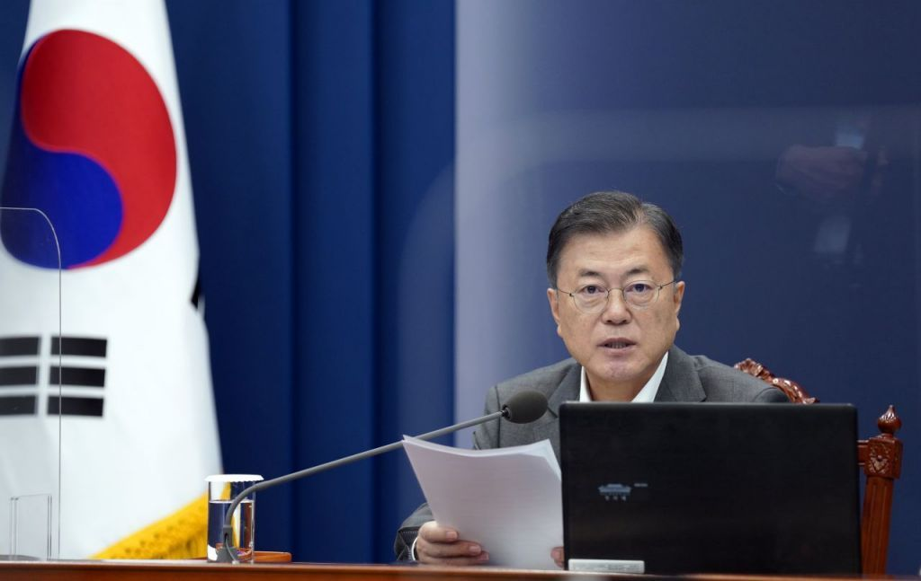 President Moon Jae-in speaks at a meeting with his senior secretaries at Cheong Wa Dae in Seoul on Monday. (Yonhap)