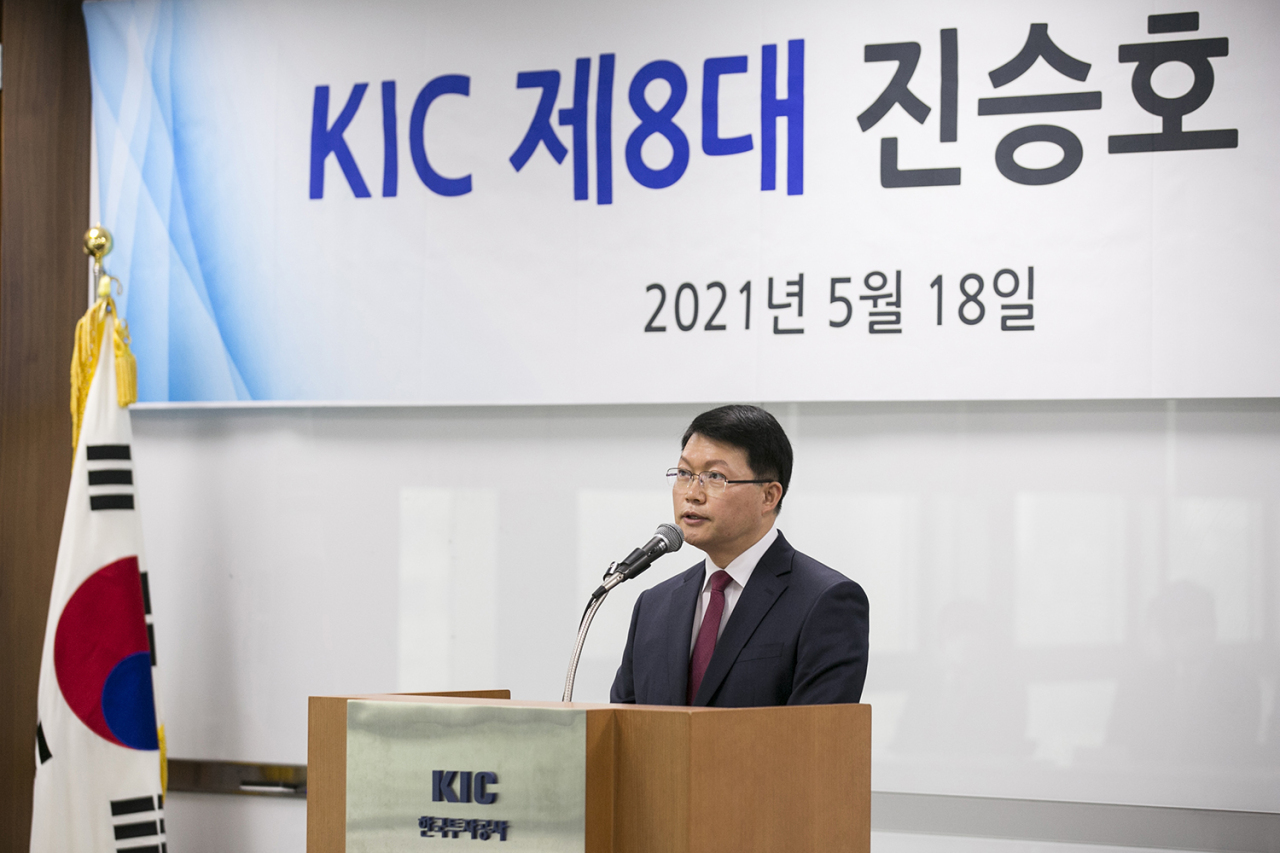 Korea Investment Corp. CEO Jin Seung-ho delivers an inaugural speech at the sovereign wealth fund's headquarters in Seoul on Tuesday. (KIC)