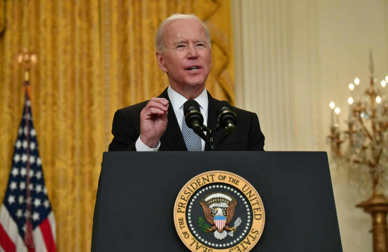 US President Joe Biden delivers remarks on the COVID-19 response and the vaccination program at the White House in Washington on Monday. (AFP-Yonhap)
