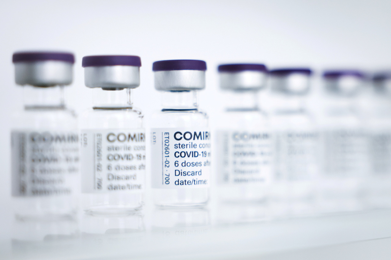 Empty vials of Pfizer/BioNTech's Comirnaty vaccine are pictured at Allergopharma's production facilities in Reinbek near Hamburg, Germany, April 30, 2021, as they started Pfizer/BioNTech COVID-19 vaccine production. (Reuters-Yonhap)