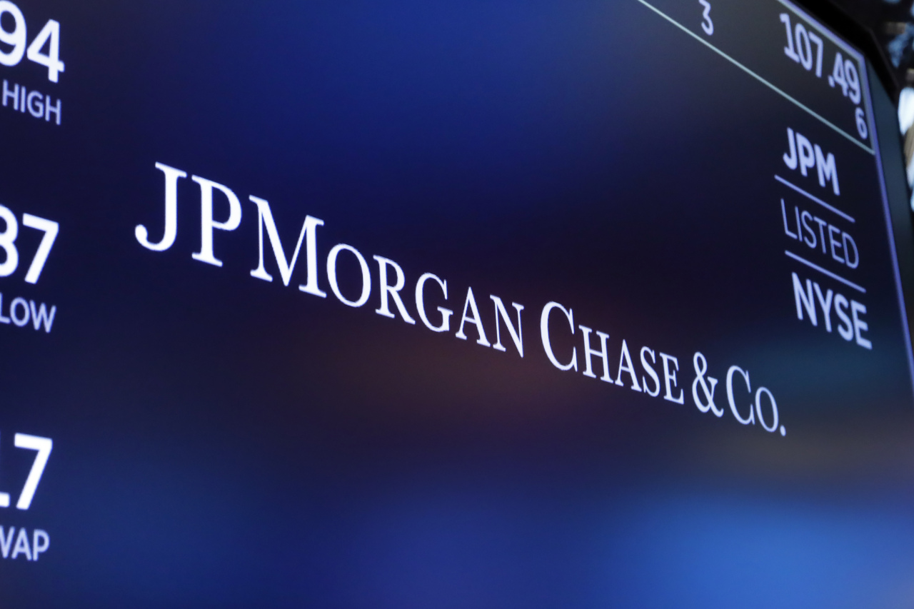 In this Aug. 16, 2019, file photo, the logo for JPMorgan Chase & Co. appears above a trading post on the floor of the New York Stock Exchange in New York. (AP-Yonhap)