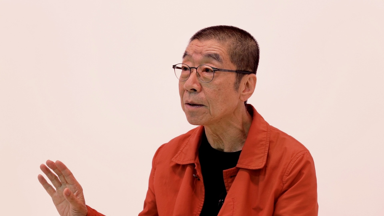 Mime artist Yu Jin-gyu speaks during an interview with The Korea Herald at its studio in central Seoul. (Kweon Ha-bin / The Korea Herald)