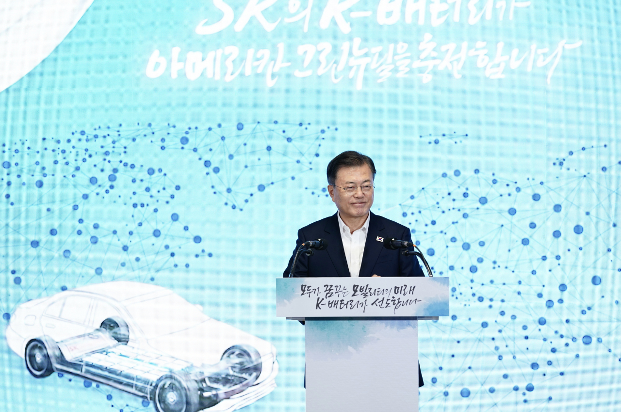 South Korean President Moon Jae-in delivers a speech at a battery plant of SK Innovation Co. in the US state of Georgia on Saturday. (Yonhap)