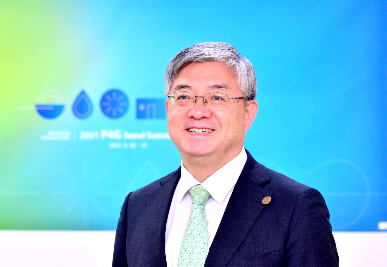 Yoo Yeon-chul, executive director of the 2021 P4G Seoul Summit Preparatory Office, poses for a photo at his office in central Seoul. (Park Hyun-koo/The Korea Herald)
