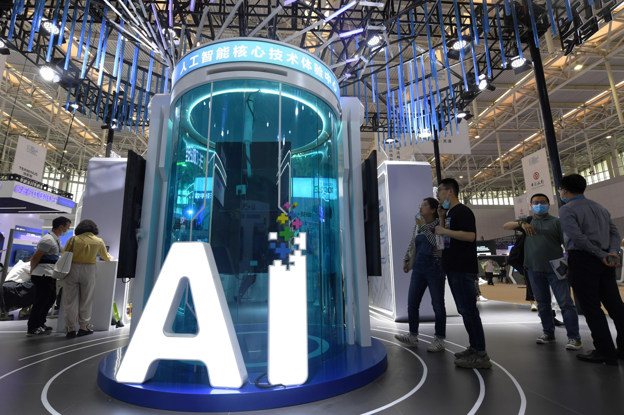 People view the exhibits at the World Intelligence Congress in Tianjin, north China, May 20, 2021. (XinHua-Yonhap)