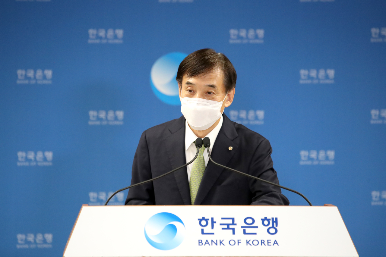 The Bank of Korea Gov. Lee Ju-yeol speaks in a press conference after a monetary policy committee held in the central bank's headquarters in Seoul. (Yonhap)