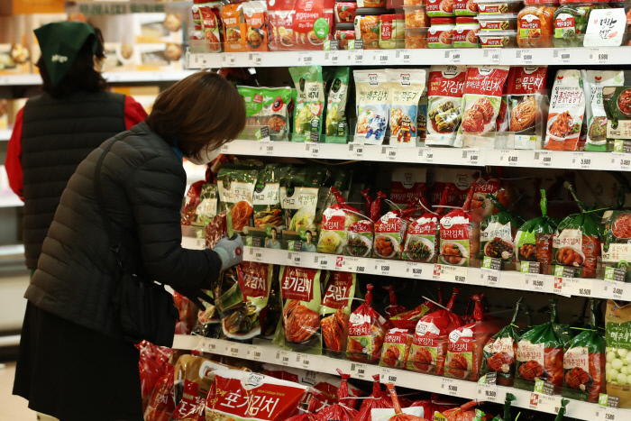 Kimchi is being sold at a supermarket in Seoul. (Yonhap)