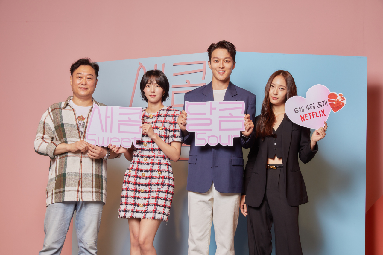 """From left: Director Lee Gye-byeok poses with actors Chae Su-bin, Jang Ki-yong and Jung Su-jung after an online press conference for the upcoming Netflix rom-com """"Sweet & Sour,"""" Tuesday. (Netflix)"""