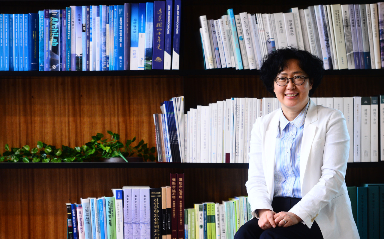 Yun Sun-jin, co-chairperson of 2050 Carbon Neutrality Commission, speaks during an interview with The Korea Herald in her office in Seoul last month. (Park Hae-mook/The Herald Business)