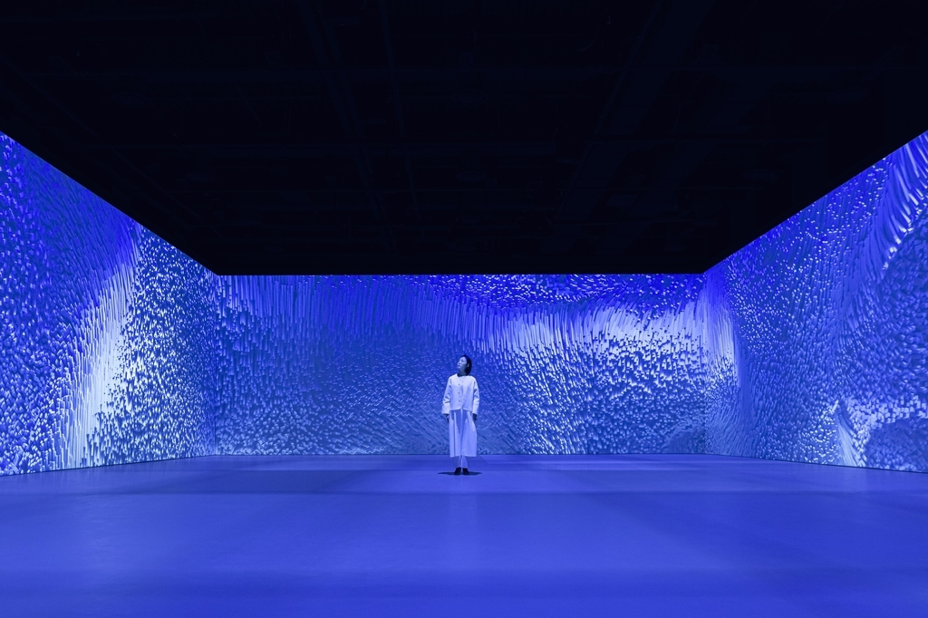 """Groundseesaw Myeondong's opening exhibition, """"Blue Room"""" (Media & Art)"""