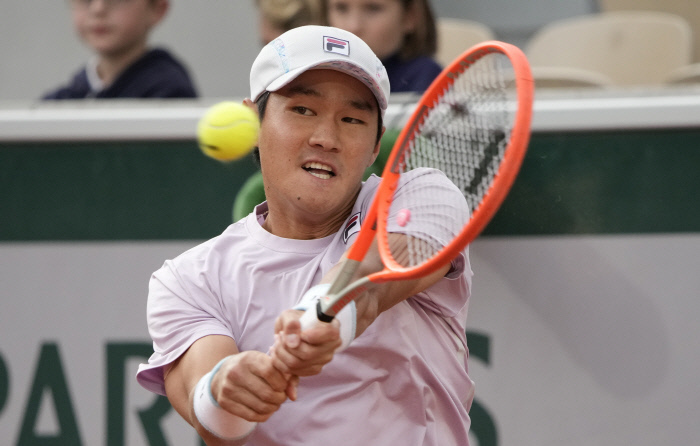 In this Associated Press photo, Kwon Soon-soo of South Korea hits a return to Matteo Berrettini of Italy during their third round men's singles match at the French Open at Roland-Garros in Paris on Saturday. (AP-Yonhap)