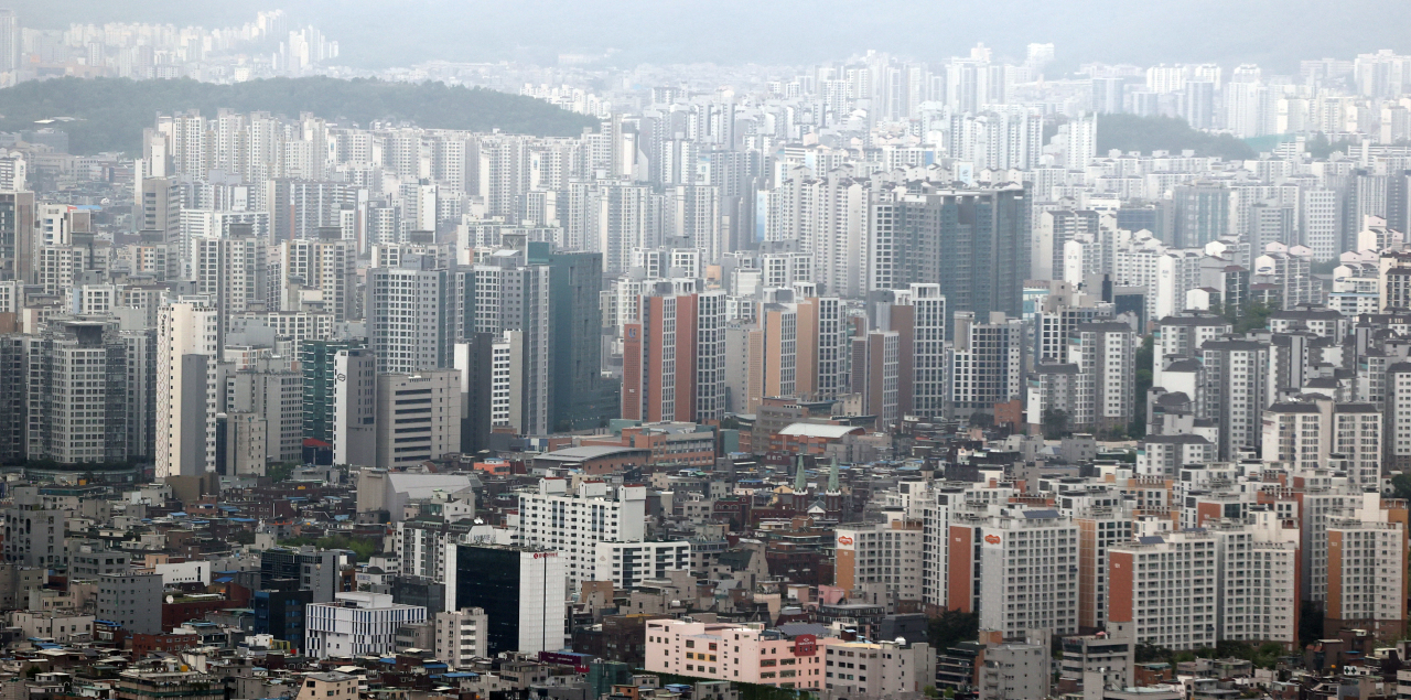 A view of apartment buildings from Namsan Park, one of the largest parks in Seoul, in April (Yonhap)