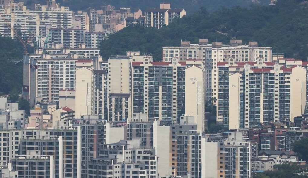 The photo, taken on June 4, shows apartment buildings in Seoul. (Yonhap)