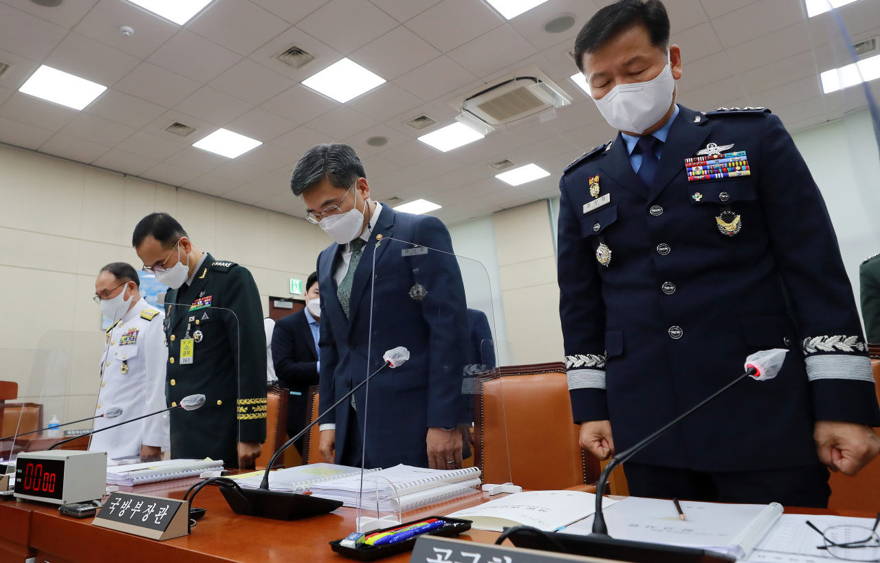 From right: Acting Air Force Chief of Staff Lt. Gen. Jeong Sang-hwa, Defense Minister Suh Wook, Army Chief of Staff Gen. Nam Yeong-shin and Navy Chief of Staff Adm. Boo Suk-jong pay silent tribute to a female Air Force noncommissioned officer, who died by suicide after being sexually assaulted by a fellow service member, at the National Assembly's defense committee in Seoul, Wednesday. (Yonhap)