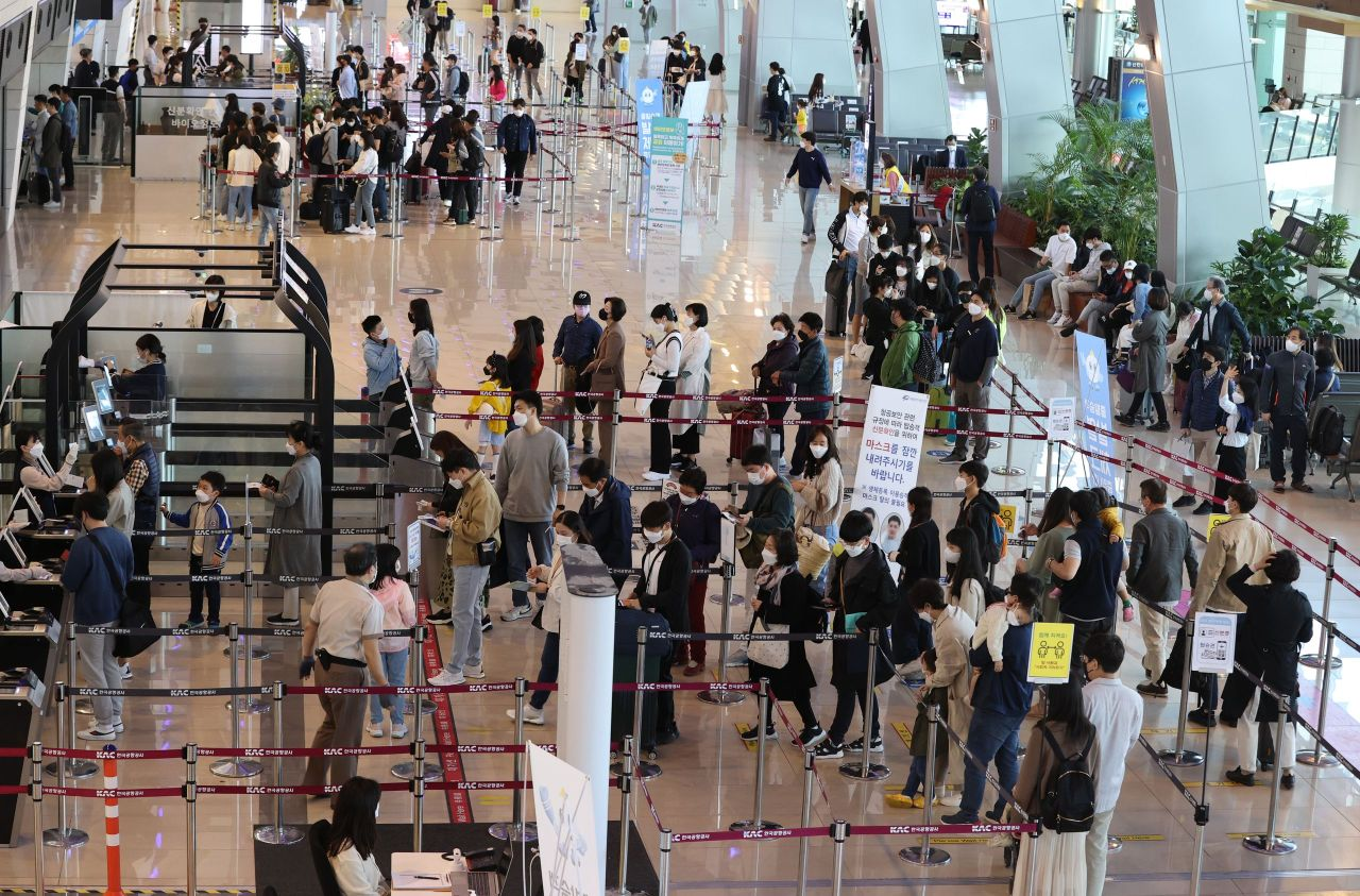 Gimpo International Airport in western Seoul is packed with travelers wearing masks. (Yonhap)
