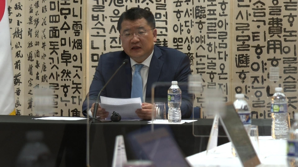 South Korean Vice Foreign Minister Choi Jong-kun speaks in a meeting with reporters on the outcome of his talks with his US counterpart, Wendy Sherman, in Washington on Wednesday. (Yonhap)