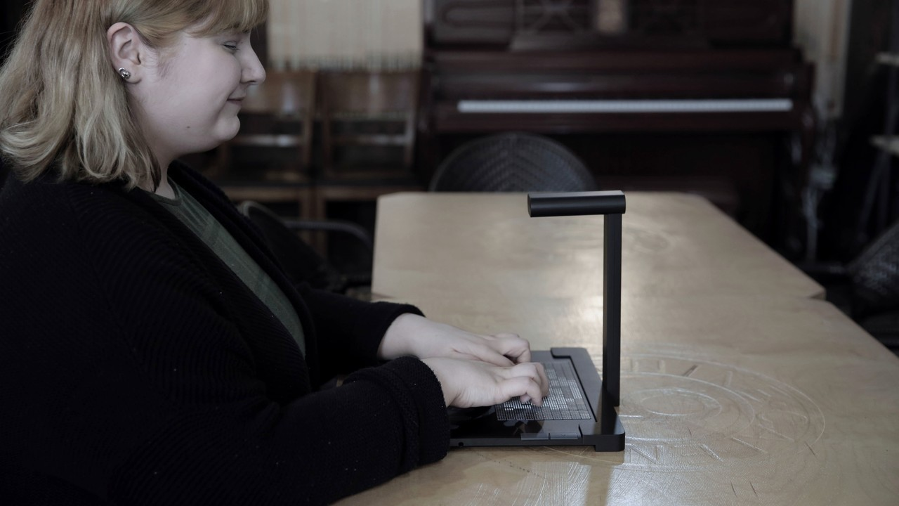 A student reads an image description on the Dot Pad Braille tablet PC. (Dot)