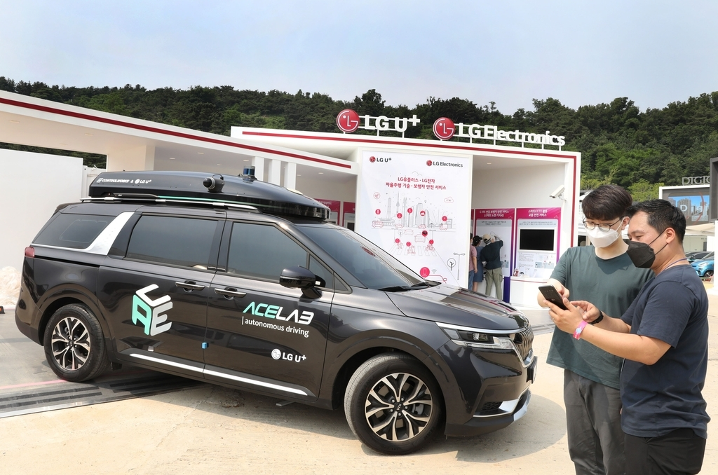 LG Uplus Corp.'s self-driving vehicle is shown at the company's booth at the Seoul Smart Mobility Expo 2021 in western Seoul, in this photo provided by the company on Thursday. (LG Uplus Corp.)
