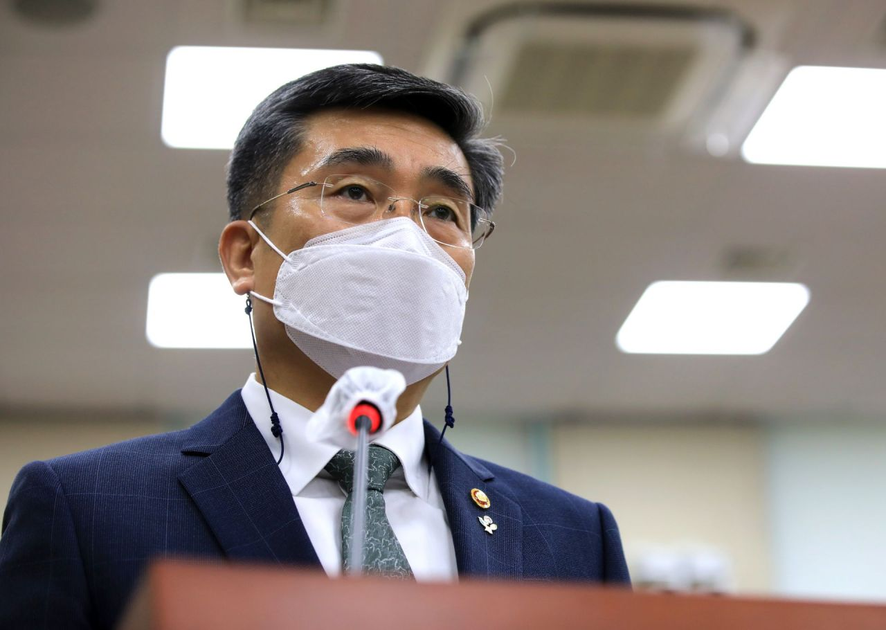 Defense Minister Suh Wook gives a briefing on the death of an Air Force noncommissioned officer at the National Assembly's defense committee in Seoul on Wednesday. She was found dead in an apparent suicide on May 22 after being sexually harassed in the military. (Yonhap)