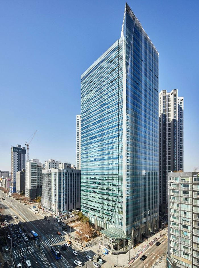 An exterior view of East Central Tower (Koramco REITs & Trust)