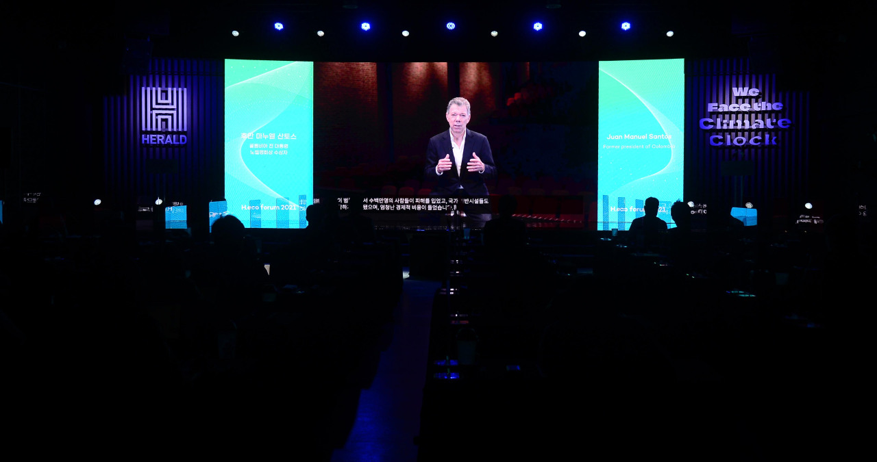 Former President of Colombia Juan Manuel Santos delivers remarks on the need for global action in averting looming climate crisis. (Lee Sang-sub/The Herald Business)